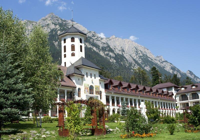 Yard de monastère orthodoxe de Caraiman image stock