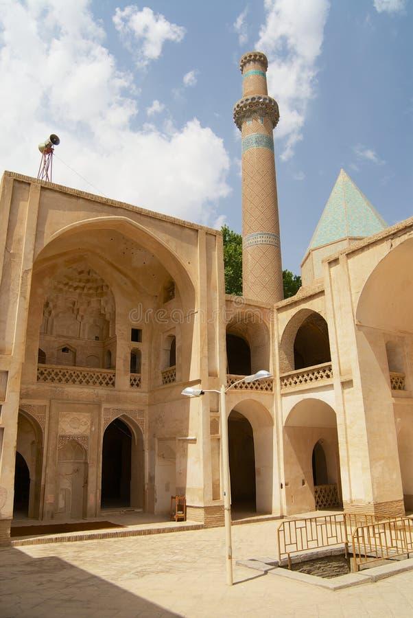 Yard et minaret intérieurs de la mosquée dans Natanz, Iran images libres de droits