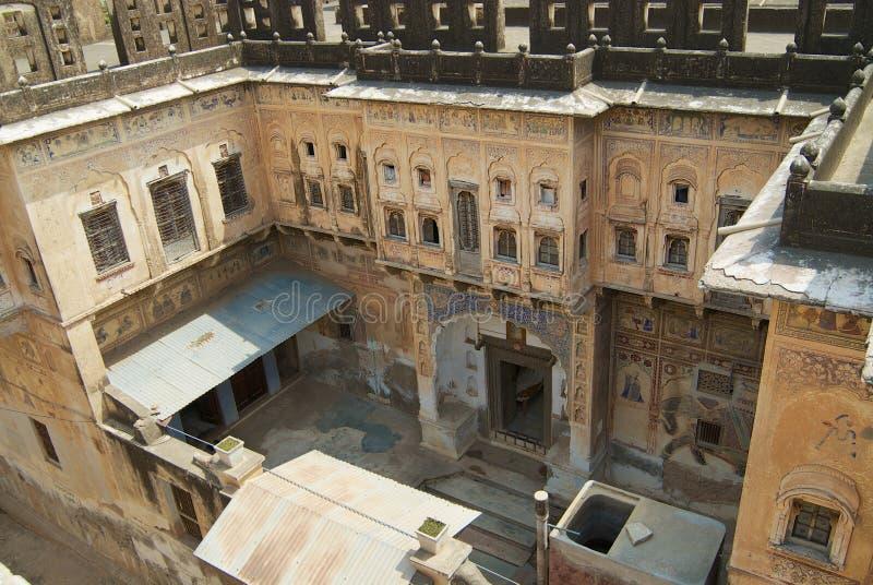 Yard intérieur d'un haveli historique dans Mandawa, Inde photos libres de droits