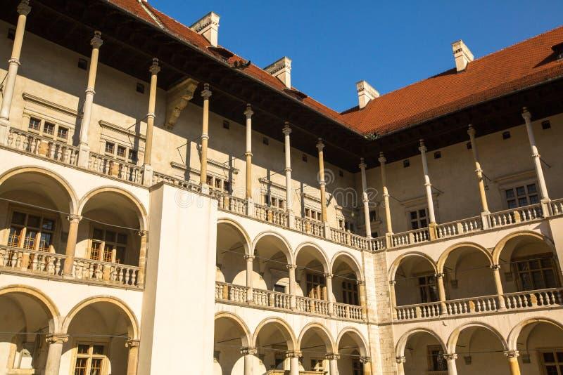 Yard intérieur de palais royal dans Wawel image libre de droits