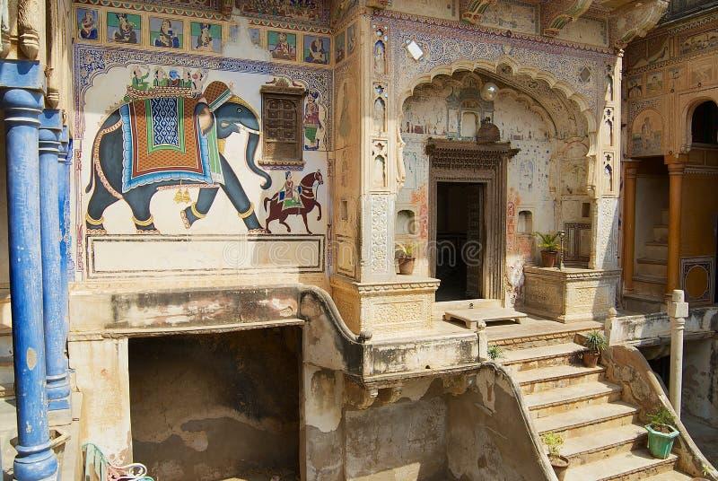Yard intérieur du haveli dans Mandawa, Inde photographie stock libre de droits