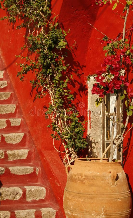 Yard privé de maison. Île de Santorini, Grèce photographie stock libre de droits
