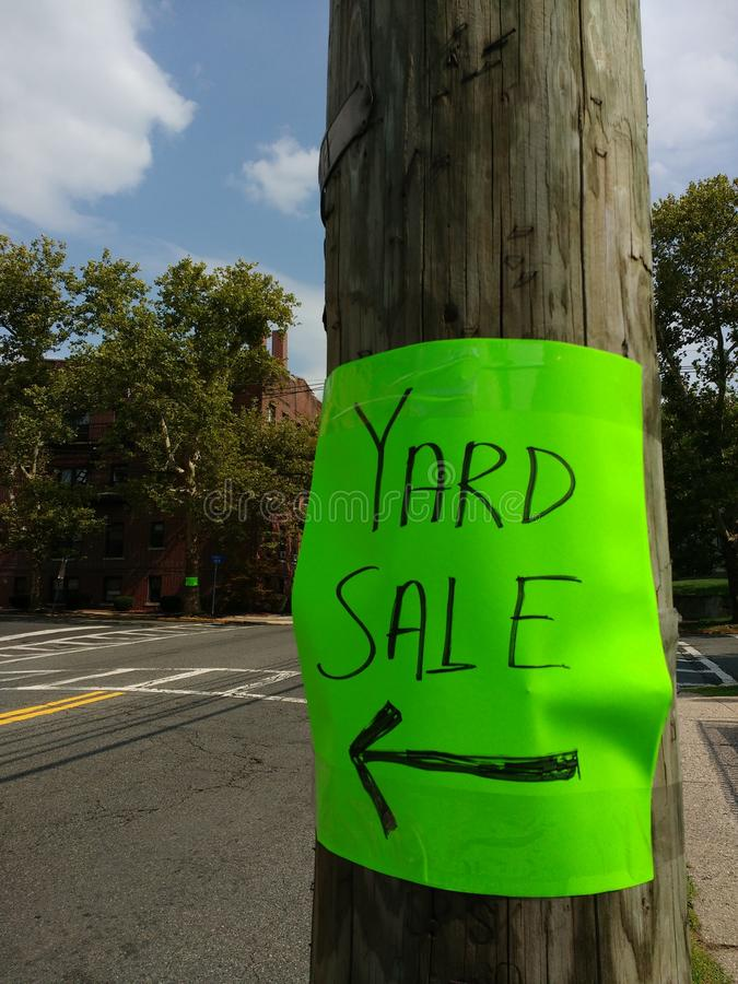 Yard Sale Sign With Arrow, Neon Green Sign On A Pole royalty free stock photos