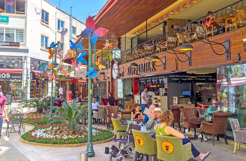 Download Yarda Acogedora Con Los Restaurantes, Antalya Fotografía editorial - Imagen de kale, bazar: 100530587