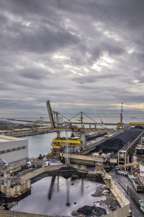 Yarda de carbón al puerto fotos de archivo libres de regalías