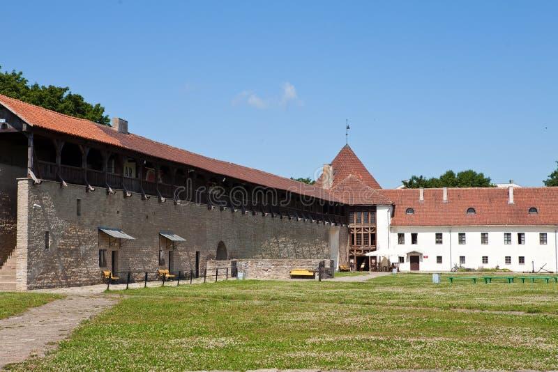 Yarda de la fortaleza Narva Estonia fotografía de archivo