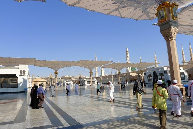 Yarda de la mezquita de Nabawi fotos de archivo