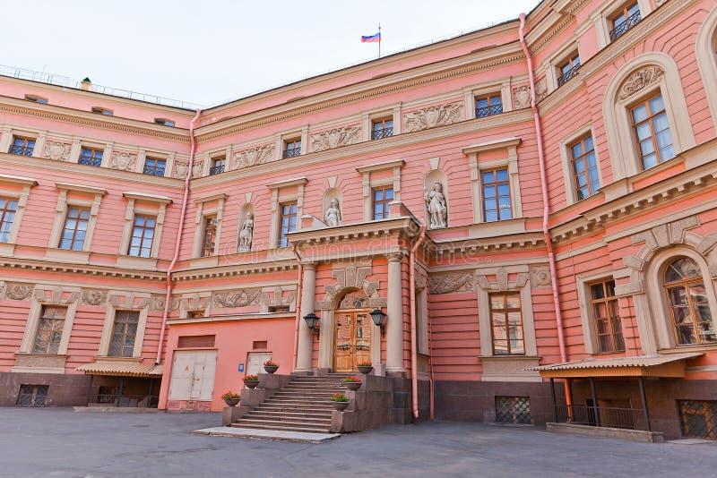 Yarda interna de St Michael Castle (1801) en St Petersburg, Rusia foto de archivo