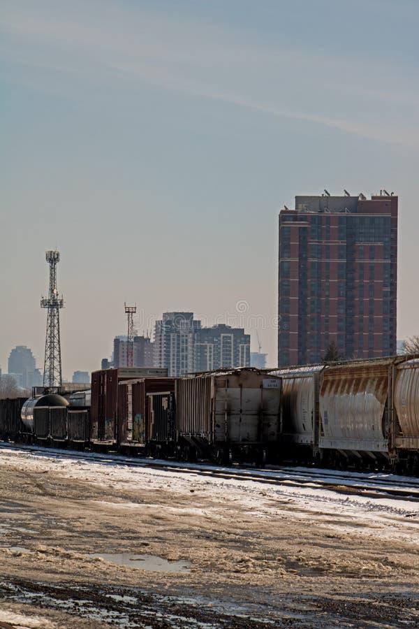 Yardas del envío de Sit Idle At The Toronto de los coches de carga fotografía de archivo libre de regalías