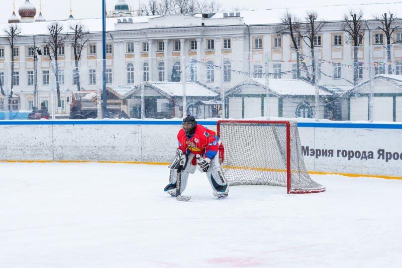 Yaroslavl, Ρωσία - 6 Ιανουαρίου 2018: ο πάγος σπουδαστών πρωταθλημάτων Τερματοφύλακας της ομάδας Tekstilschik στοκ φωτογραφία με δικαίωμα ελεύθερης χρήσης