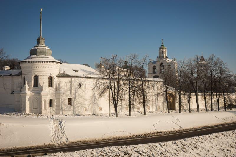 Yaroslavl el Kremlin en la nieve en invierno, Rusia fotografía de archivo libre de regalías