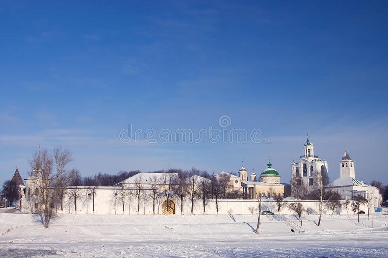 Yaroslavl kremlin do panorama fotos de stock royalty free