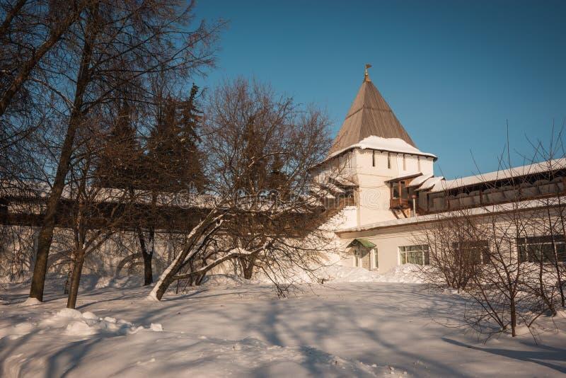 Yaroslavl Kremlin w śniegu w zimie, Rosja zdjęcia stock