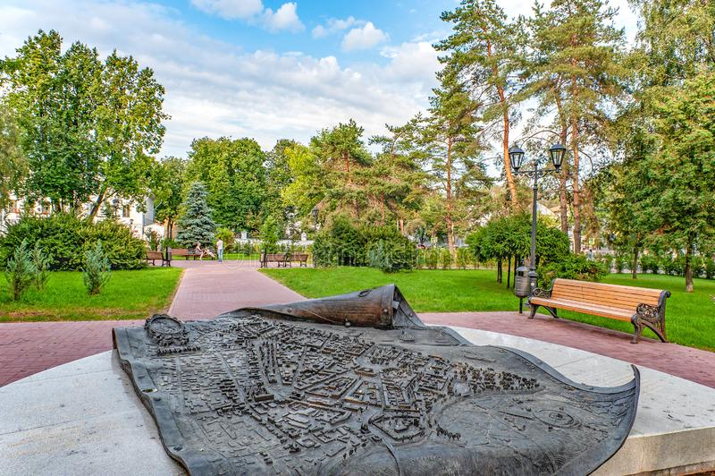 Yaroslavl, Rússia - 4 de agosto de 2018 anel dourado de Rússia Sinal memorável o centro histórico de Yaroslavl fotos de stock royalty free