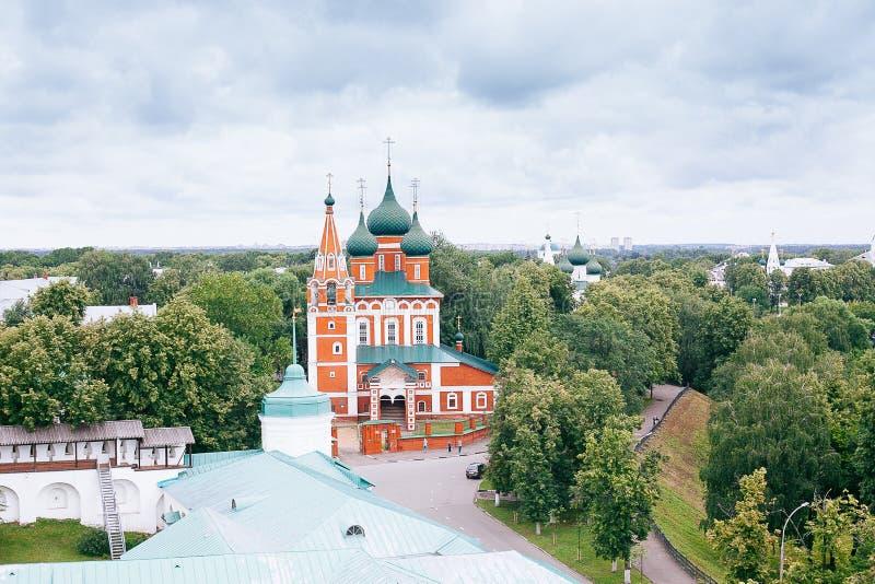 YAROSLAVL, RÚSSIA - 26 DE JUNHO DE 2015: Yaroslavl é uma das cidades as mais velhas do russo, fundado no século XI A Museu-reserv foto de stock