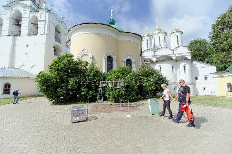 Yaroslavl, Rusia - 3 de junio 2016 Carillón de Yaroslavl en el monasterio de la transfiguración fotos de archivo