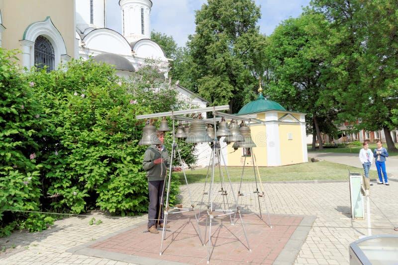 Yaroslavl, Rusia - 3 de junio 2016 Carillón de Yaroslavl en el monasterio de la transfiguración imagenes de archivo