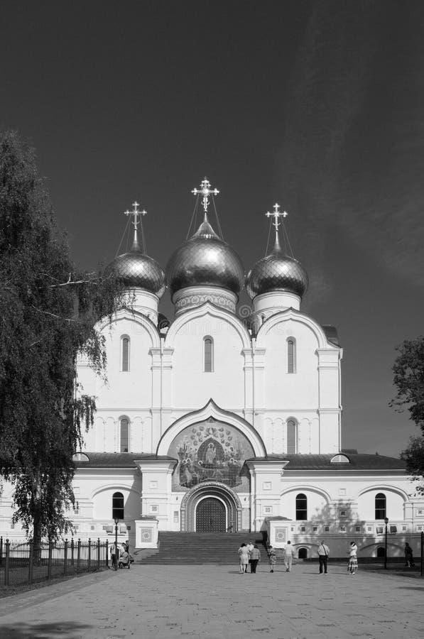 YAROSLAVL, RUSIA - 8 DE SEPTIEMBRE DE 2018: la catedral fotos de archivo