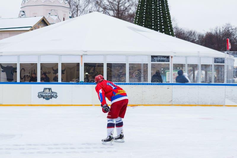 Yaroslavl, Russia - 6 gennaio 2018: lo studente Ice di torneo Giocatore del gruppo Tekstilschik fotografia stock libera da diritti