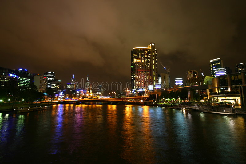 Yarra Fluss nachts (Melbourne, Australien) lizenzfreies stockfoto
