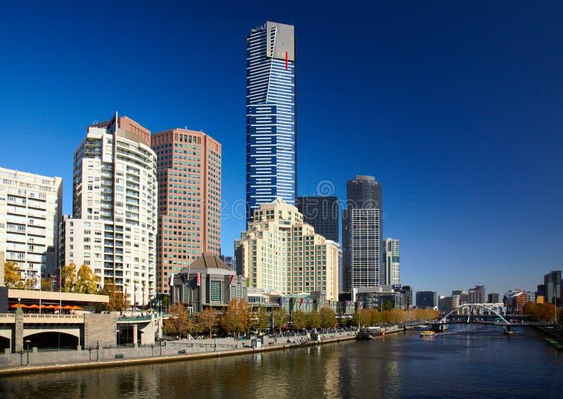 Yarra Flusskai in der Melbourne-Stadt stockfotografie