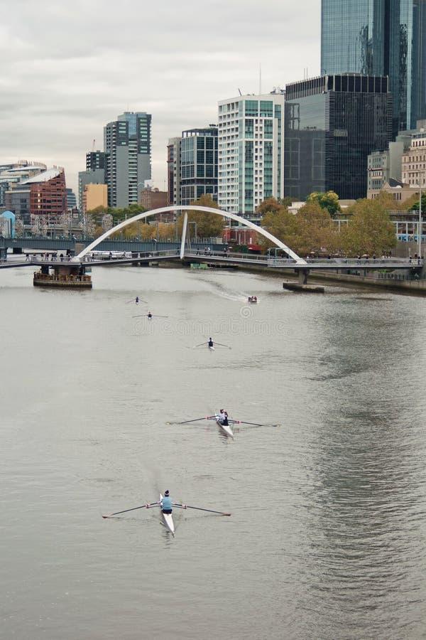 Yarra und Melbourne-Stadt stockfotografie