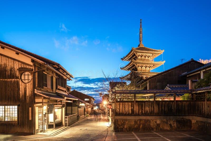 Yasaka Kyoto i pagody antyczna ulica przy nocą w Kyoto, Japonia obraz stock