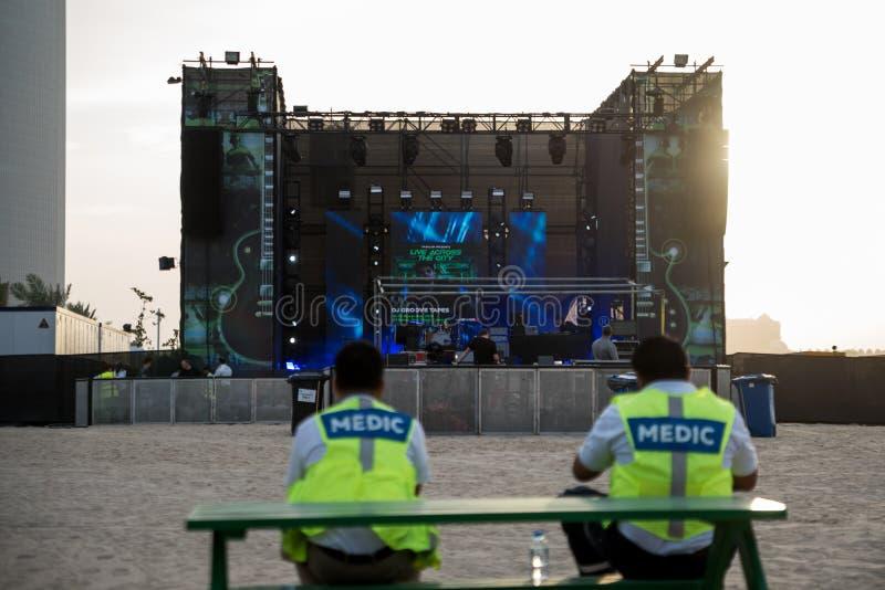 Yasalam Żywy W Całym Mieście, A «l Bahar, Abu Dhabi Corniche/Żyje podniecającego 10-dniowy kalendarz gody zaznaczać fotografia stock