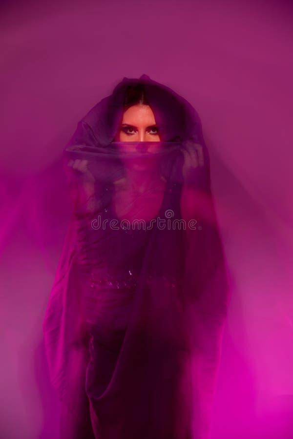 yashmak женщины стоковое изображение rf
