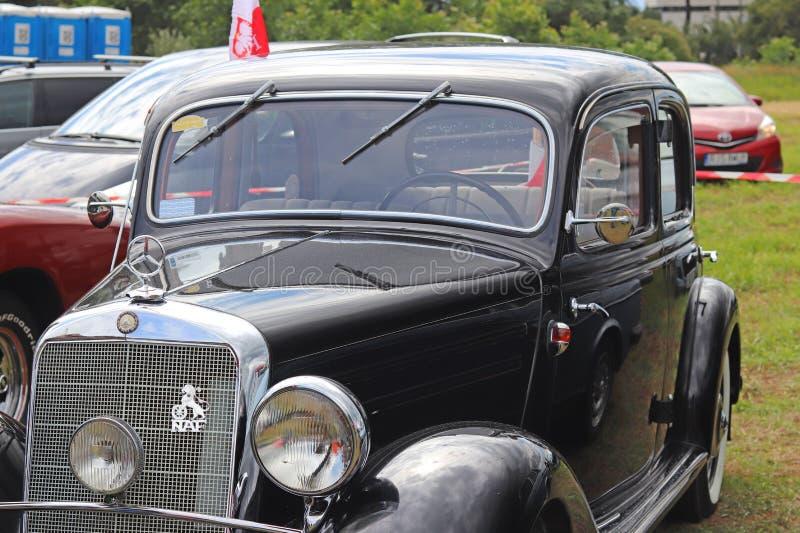 Yaslo, Польша - 12-ое июля 2018: Старый черный пассажирский автомобиль бренда Marsedes BZ от отпуска 1939 Восстановление историче стоковое фото rf