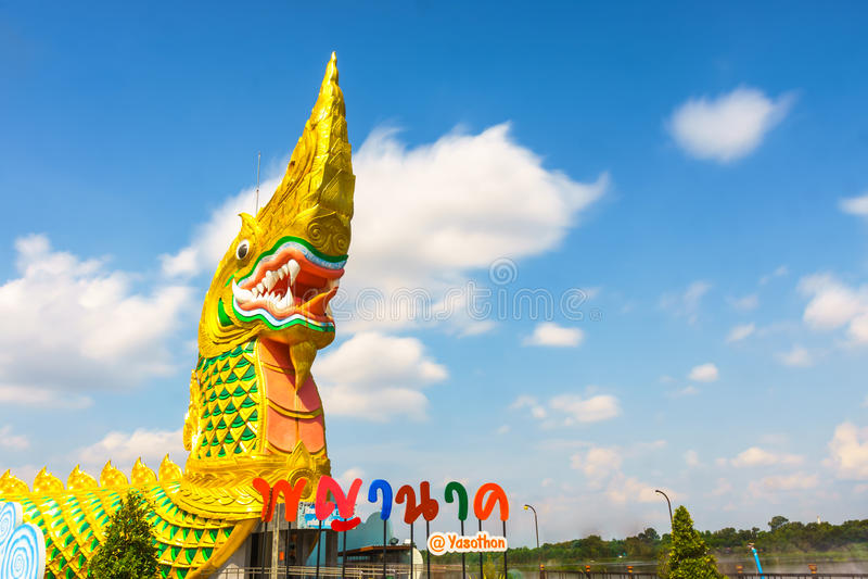 Yasothon, Thaïlande - 6 mai 2017 : Statue de Naka Landmark avec a photographie stock libre de droits