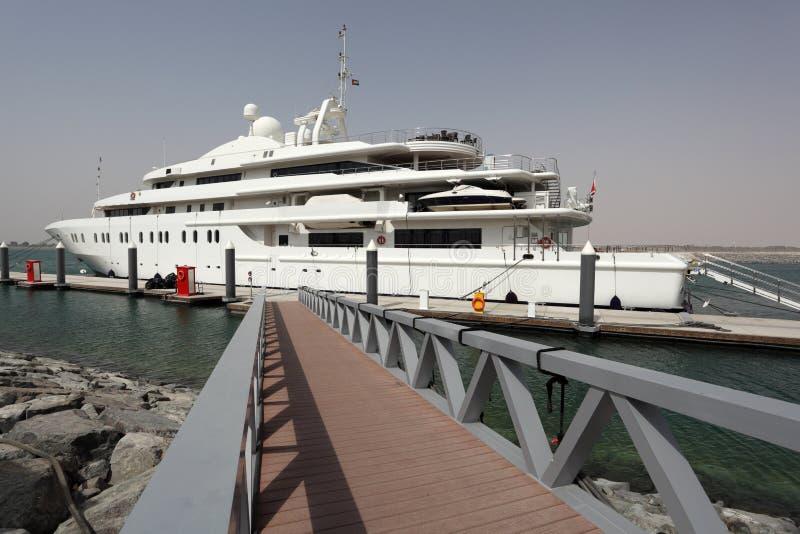 Yate de lujo en Abu Dhabi fotografía de archivo libre de regalías