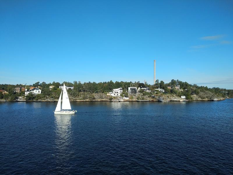 Yate de vela en Suecia imagen de archivo