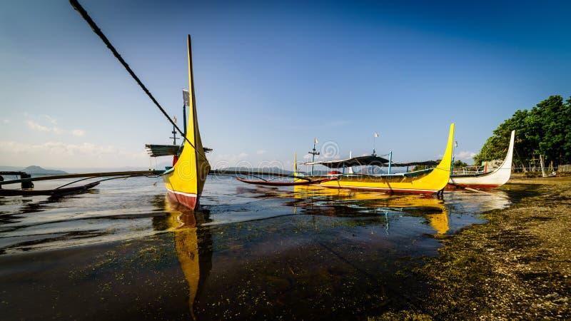 Yate en el lago Taal fotografía de archivo libre de regalías