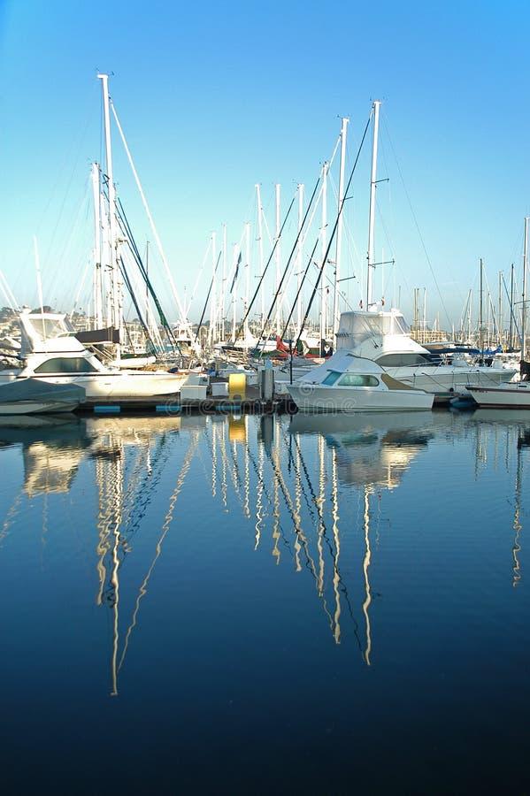 Download Yates con la reflexión imagen de archivo. Imagen de turista - 7279705