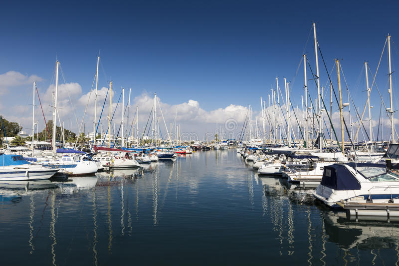 Yates en el puerto de Larnaca, Chipre imágenes de archivo libres de regalías