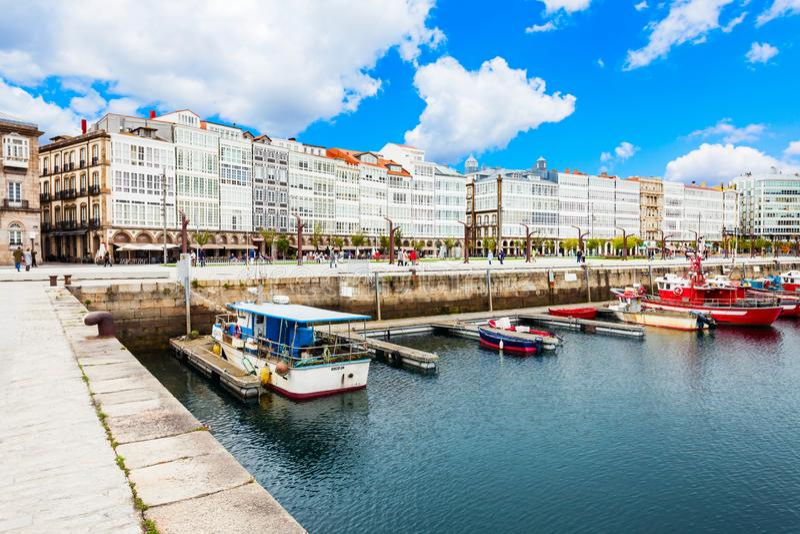 Yates en un puerto de Coruna, Espa?a imágenes de archivo libres de regalías