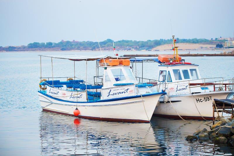 Yates y barcos en nesebray-Bulgaria Verano, Sun, mar fotos de archivo