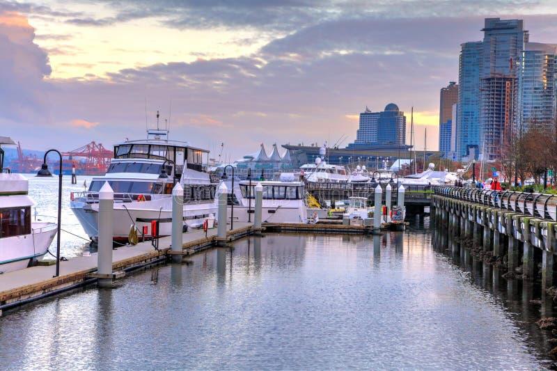 Yates y puerto deportivo amarrados en el puerto del carbón en Vancouver, Canadá fotografía de archivo libre de regalías