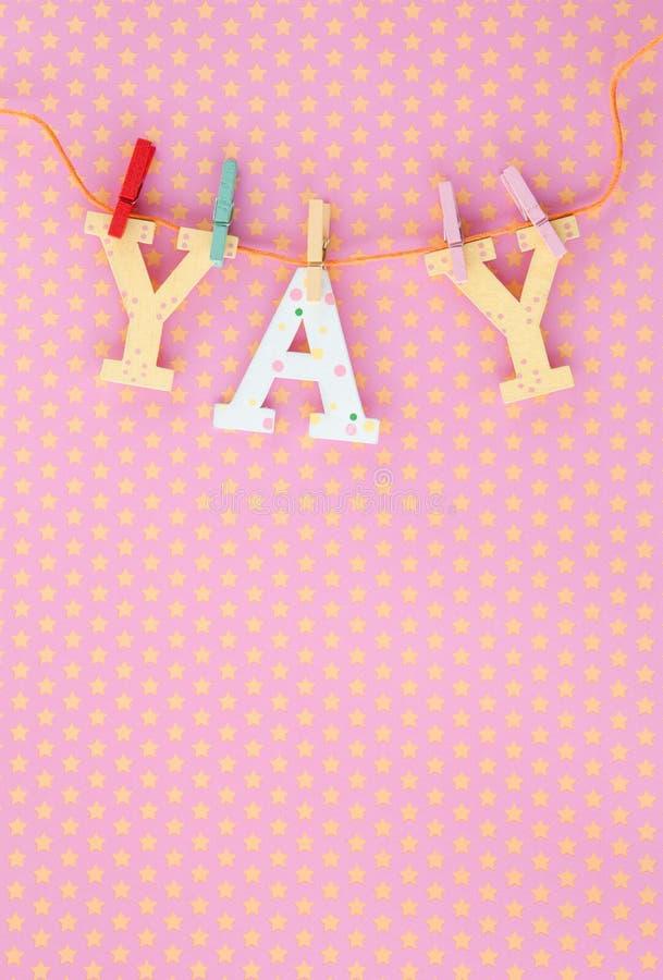 YAY-baner på rosa färger och guling arkivbild
