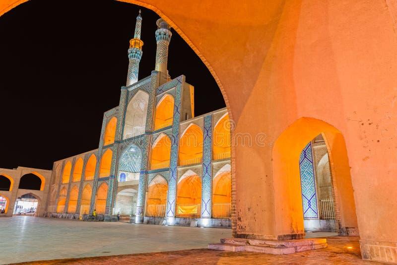 Yazd Amir Chakhmaq Complex vid natt royaltyfri bild