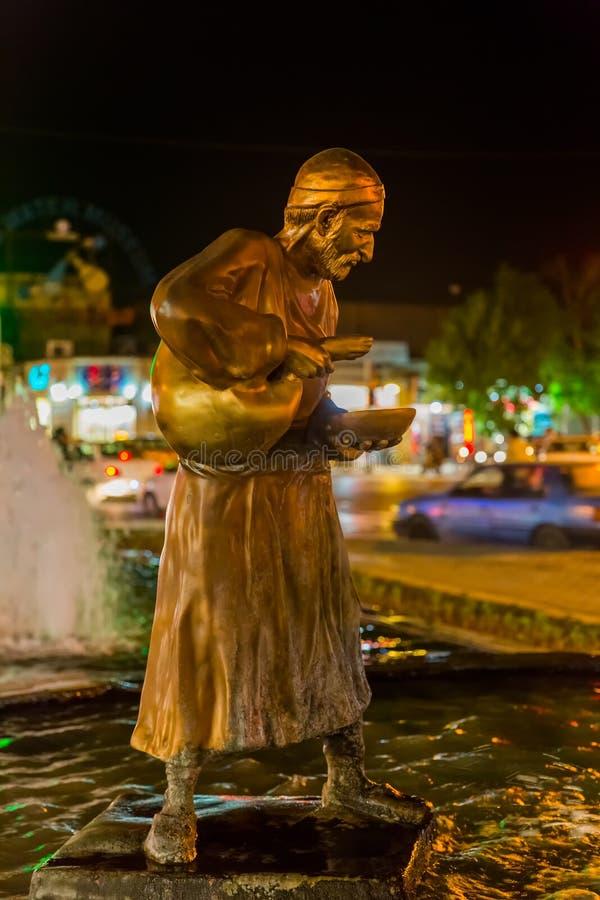 Yazd fontanny statua nocą zdjęcie royalty free