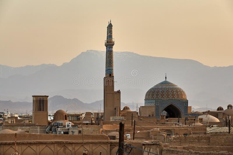 Yazd härlig ökenstad i Iran, mot bakgrund av monteringen arkivfoto