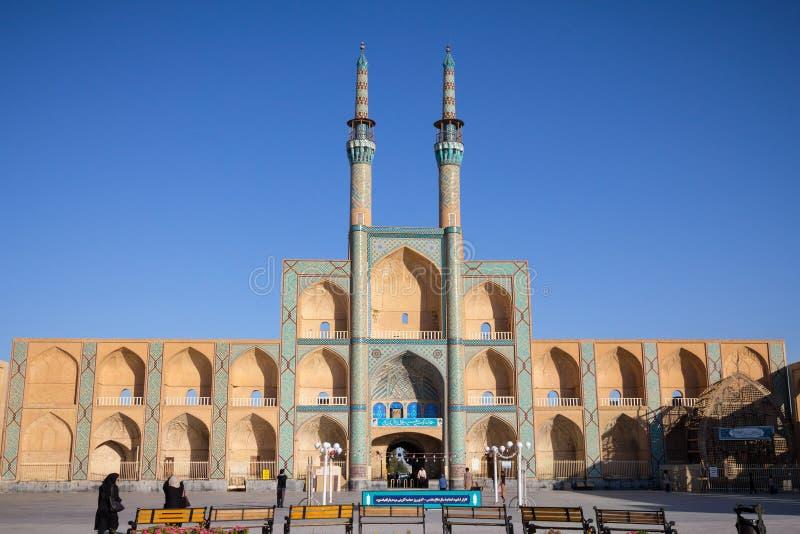 YAZD IRAN - AUGUSTI 17, 2016: Amir Chakhmaq komplex i sommar Det är en moské som lokaliseras på en fyrkant av det samma namnet royaltyfria bilder