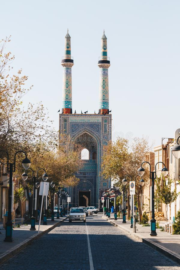 YAZD IRAN - OKTOBER 07, 2016: Jame Mosque av Yazd i Iran _ royaltyfri fotografi