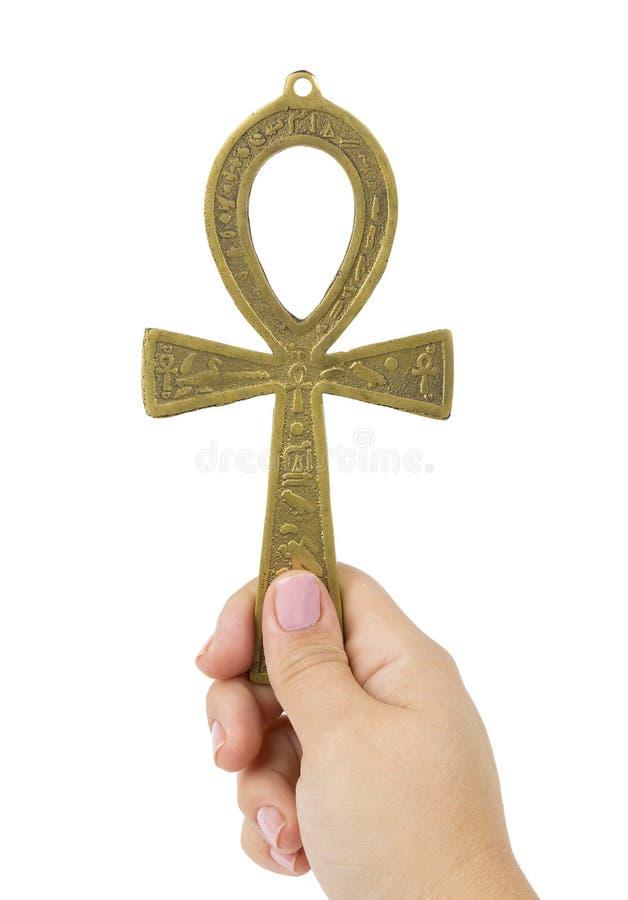 Życia pojęcie Woman& x27; s ręki mienia egipski symbol życie Ankh fotografia stock