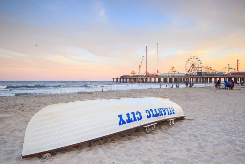 Życie strażowa łódź na plaży w Atlantyckim mieście zdjęcia royalty free