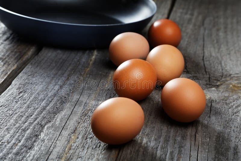 Życie z jajkami i smaży niecką zdjęcia royalty free