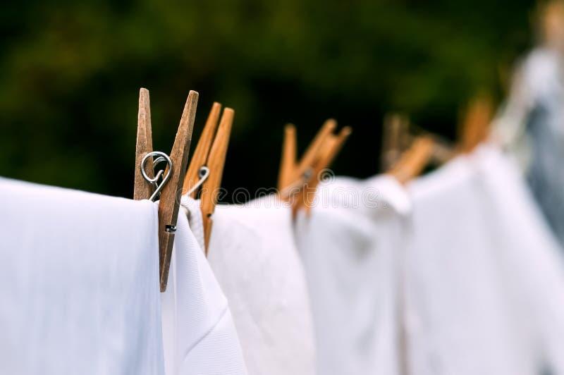 Życzliwej domycie linii biała pralniana osuszka outdoors zdjęcia stock