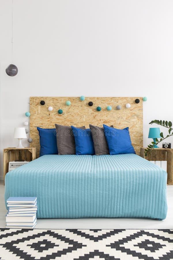 Życzliwi pomysły dla nowożytnej sypialni zdjęcia stock